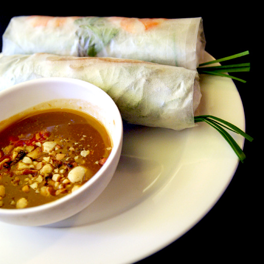 Gỏi cuốn - fresh spring rolls with peanut sauce